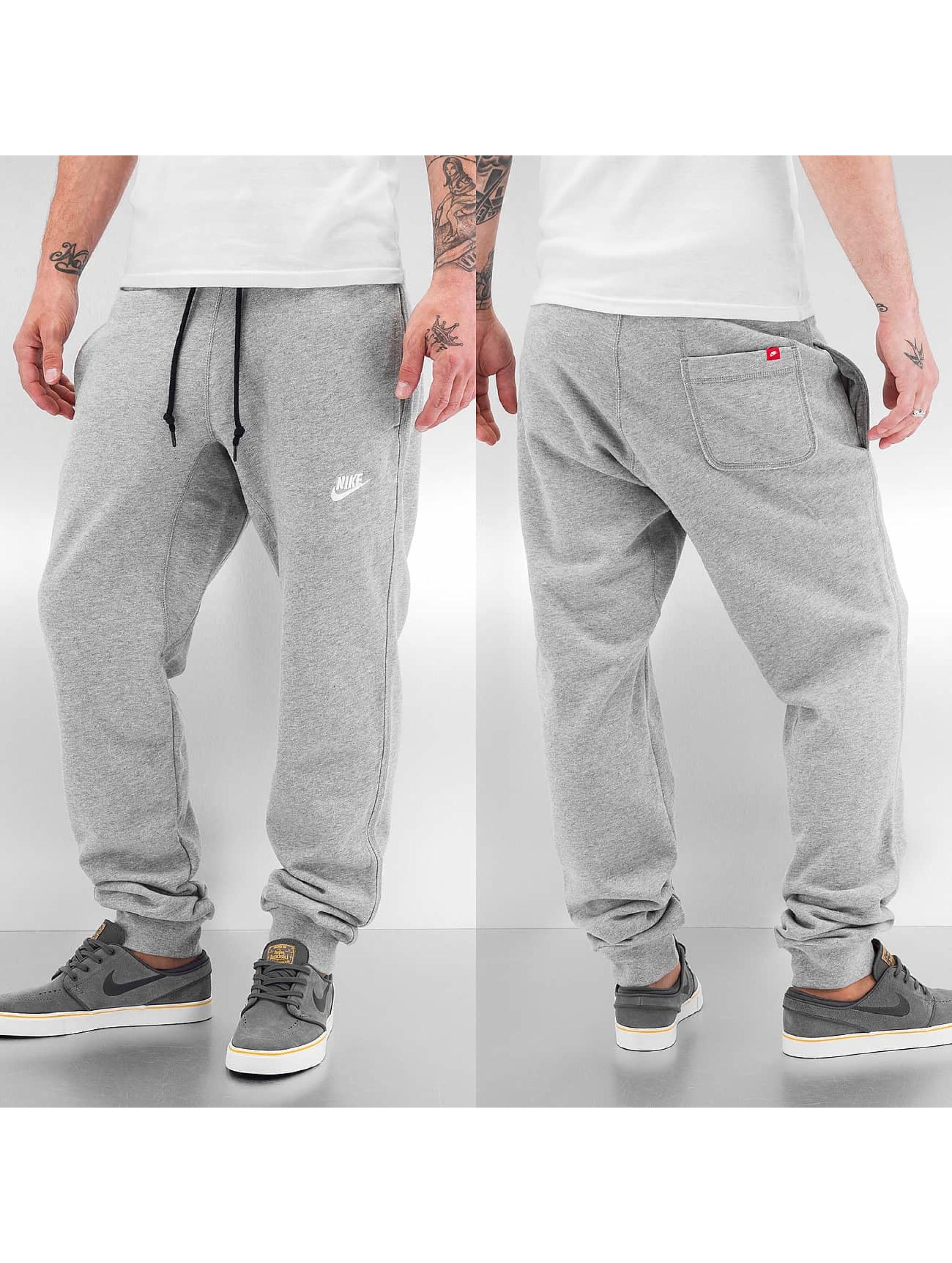 nike pantalon jogging aw77 cuff en gris 112468. Black Bedroom Furniture Sets. Home Design Ideas