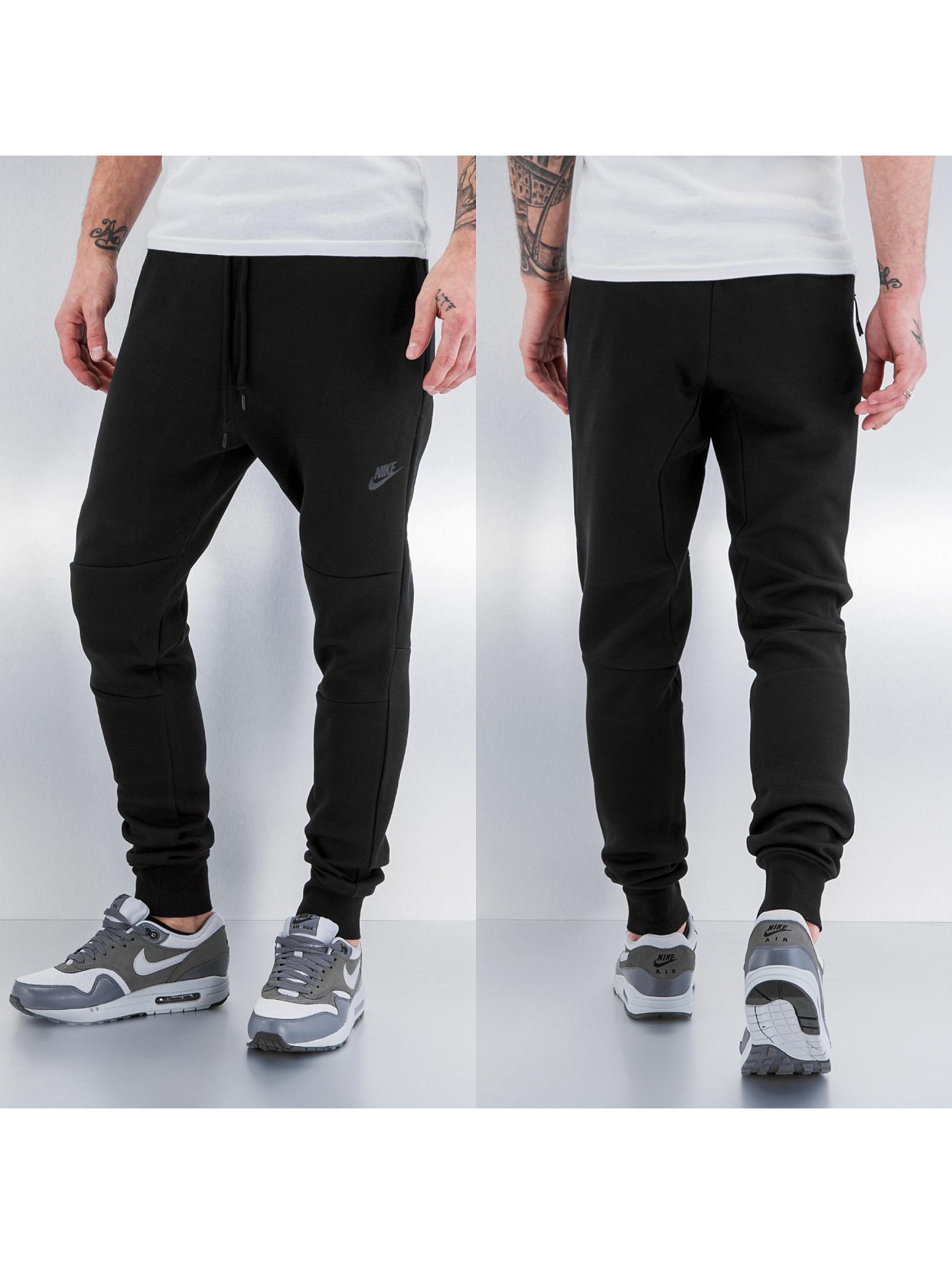 nike hose jogginghose tech fleece in schwarz 147185. Black Bedroom Furniture Sets. Home Design Ideas
