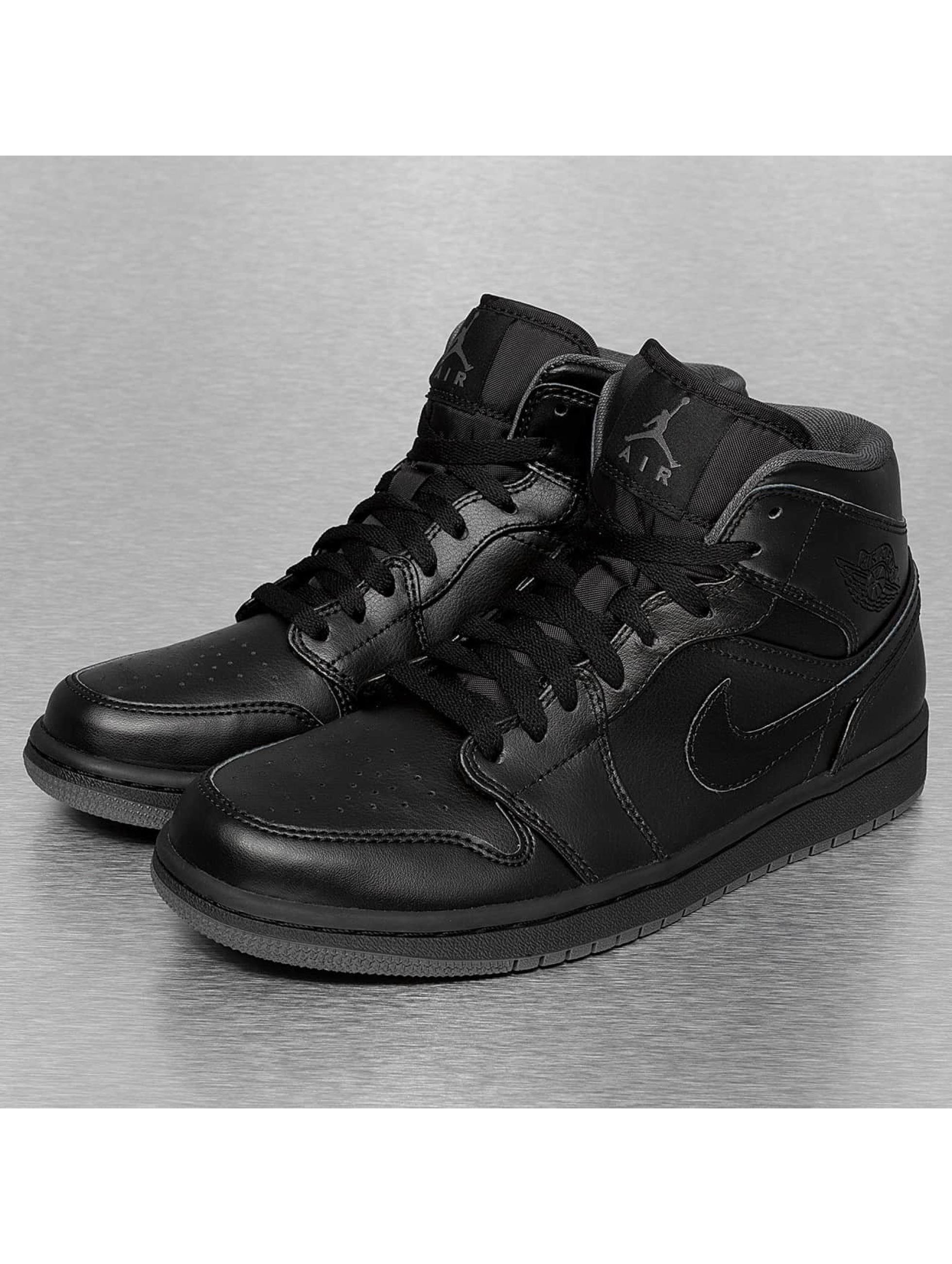 jordan air jordan 1 mid noir homme baskets jordan acheter pas cher chaussures 195715. Black Bedroom Furniture Sets. Home Design Ideas