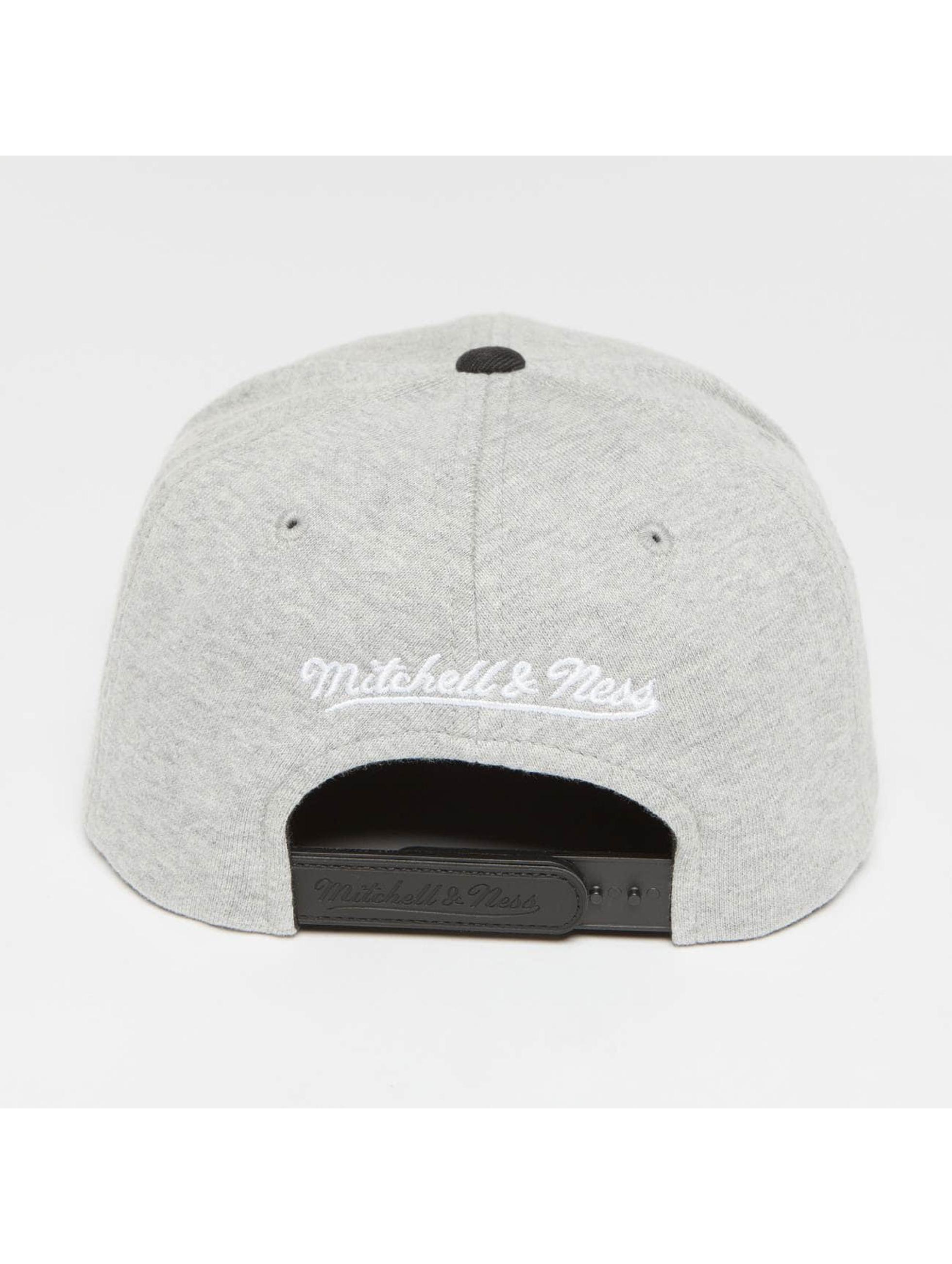 Mitchell & Ness Snapback Cap The 3-Tone NBA Cleveland Cavaliers gray