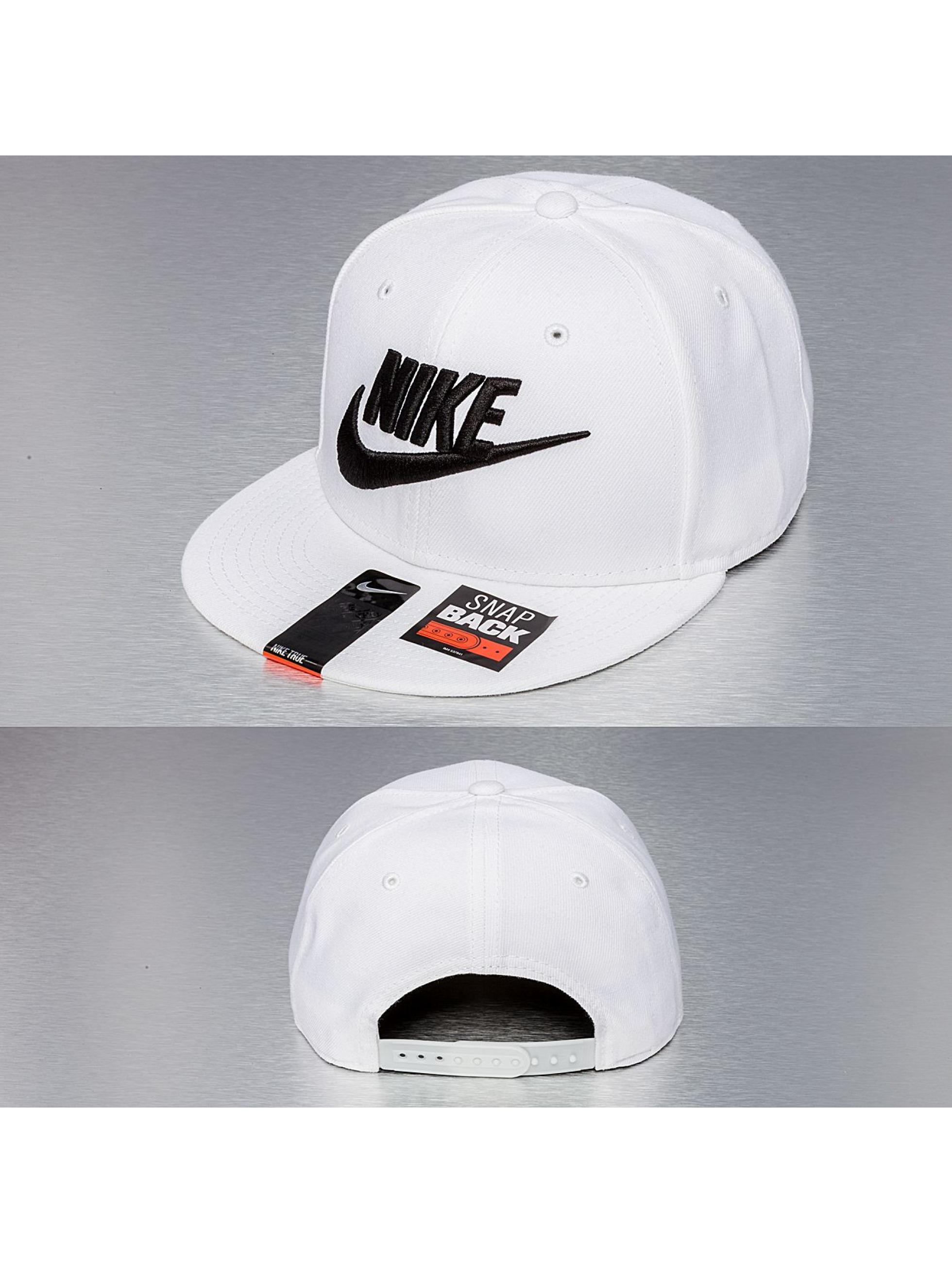 nike air max cb 94 - Nike Casquette / Snapback True Graphic Futura en blanc 115325