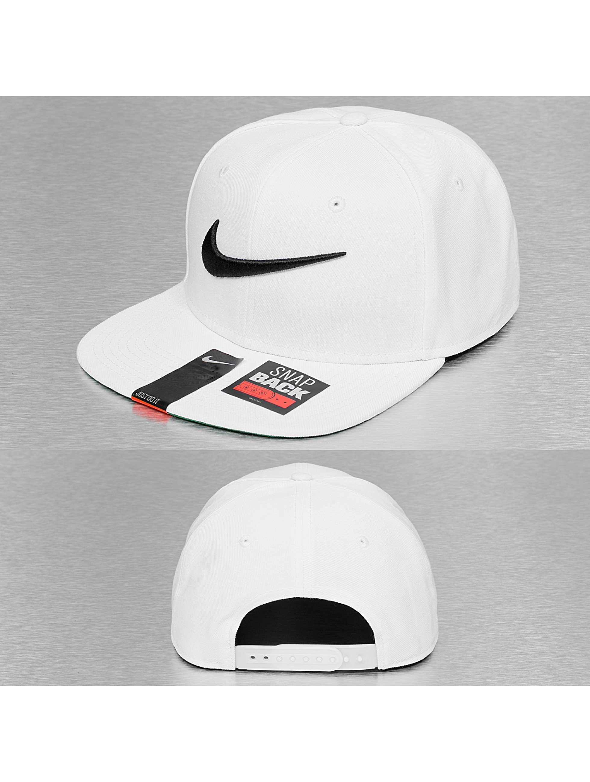 nike snapback cap nsw swoosh pro in wei 171839. Black Bedroom Furniture Sets. Home Design Ideas