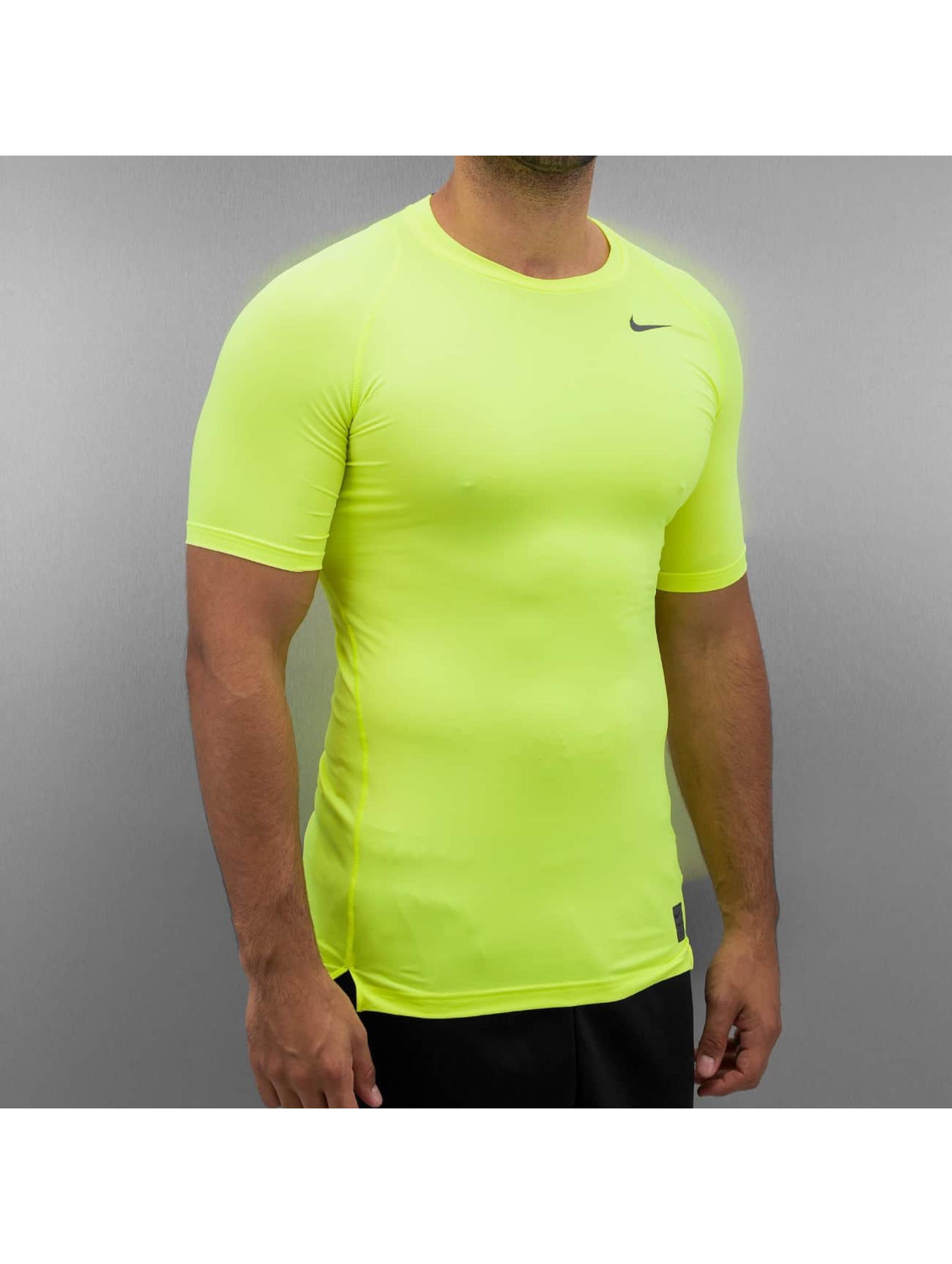 nike haut t shirt pro compression en jaune 257358. Black Bedroom Furniture Sets. Home Design Ideas
