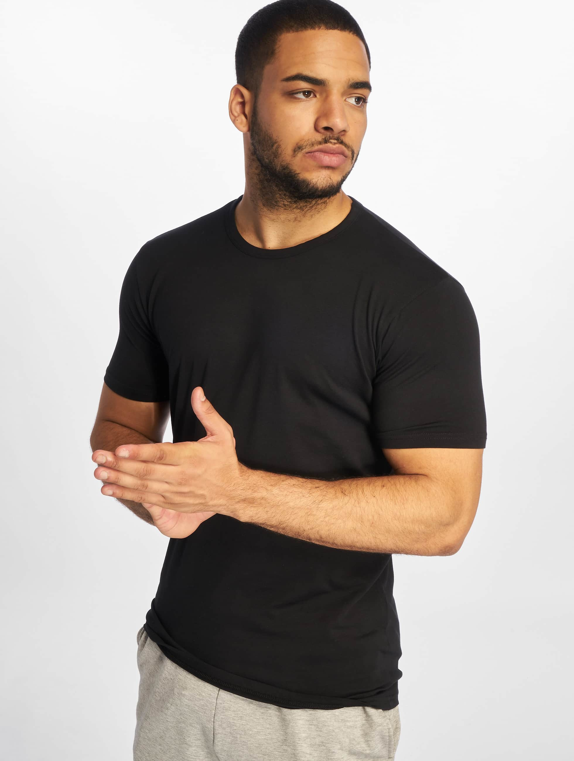 urban classics herren t shirt fitted stretch in schwarz 133176. Black Bedroom Furniture Sets. Home Design Ideas