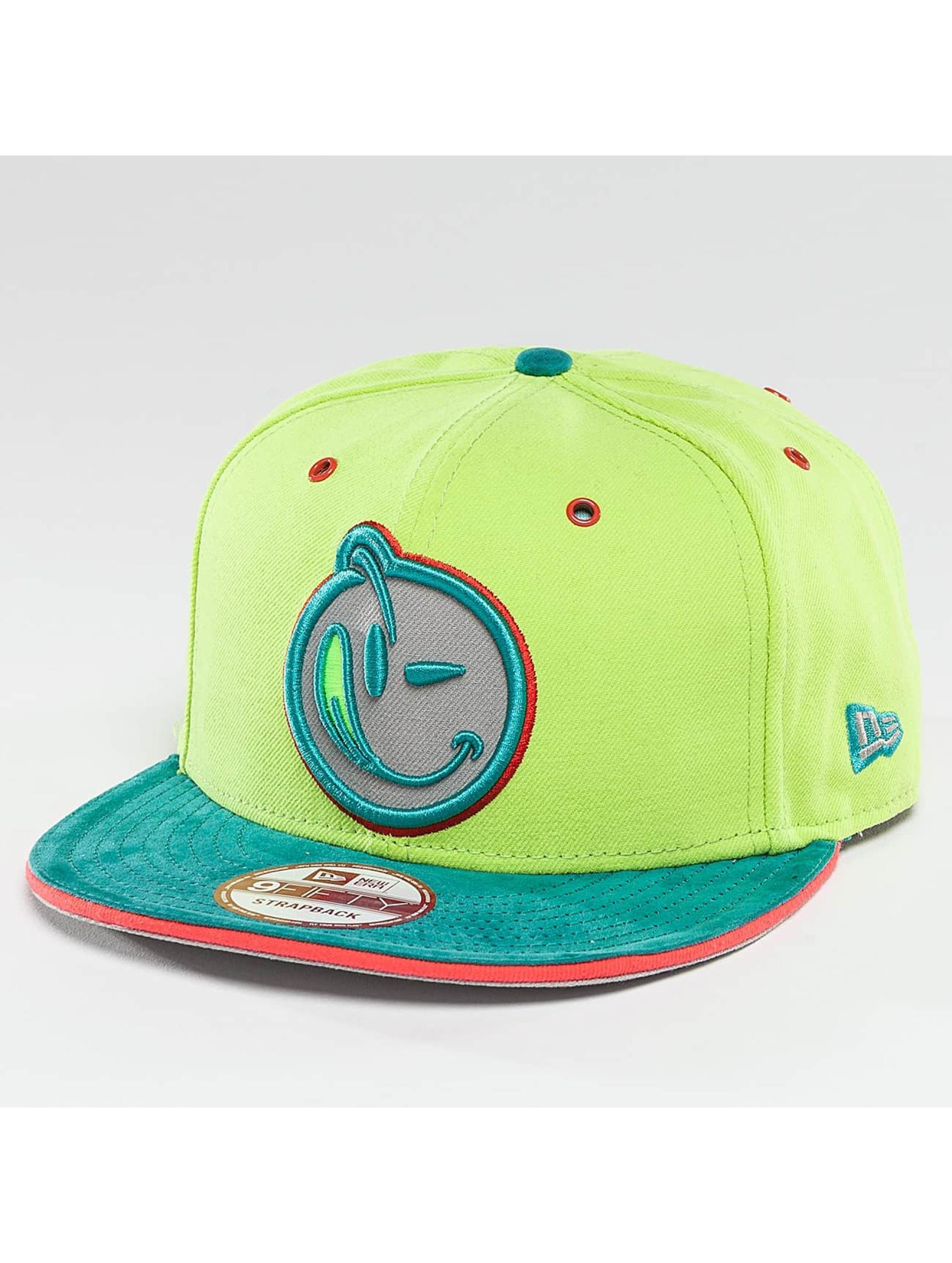 Yums Snapback Cap Black Tag II Classic Suede green