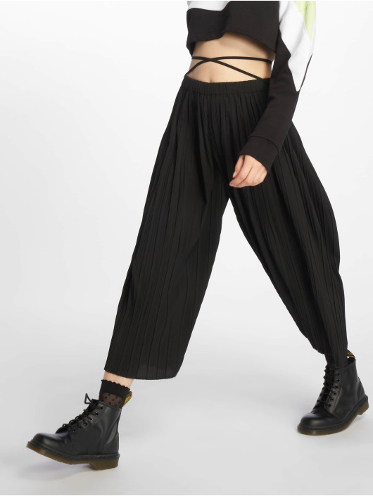 Missguided Chino pants Petite Pleated black