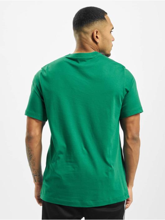 Nike T-Shirt Club green
