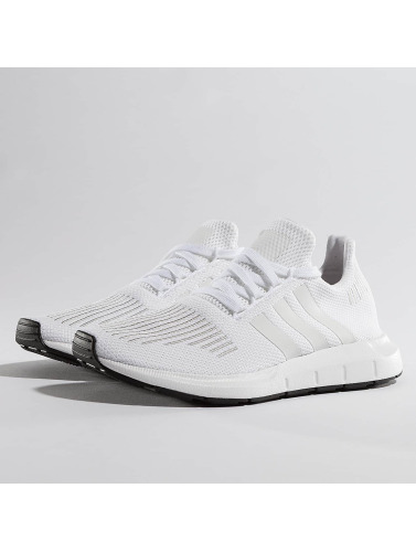 Baskets Adidas Originals Hommes Courent En Blanc Rapide