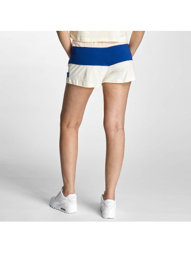 abordable Les Femmes Portent Des Pantalons Crades Portent Courte Distance À Pied Par En Blanc faire acheter vente boutique 100% garanti la fourniture czXrFjDFh