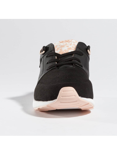Les Femmes Levis® Baskets Coureur Onglet Noir En Noir boutique pour vendre ordre de vente obtenir authentique obtenir 5MngAhY