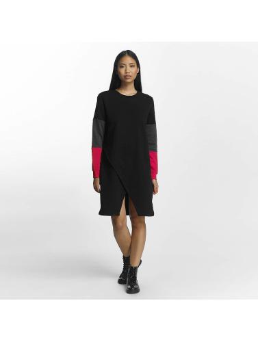 Peut Bruyant Les Femmes Nmwinner Vêtus De Noir
