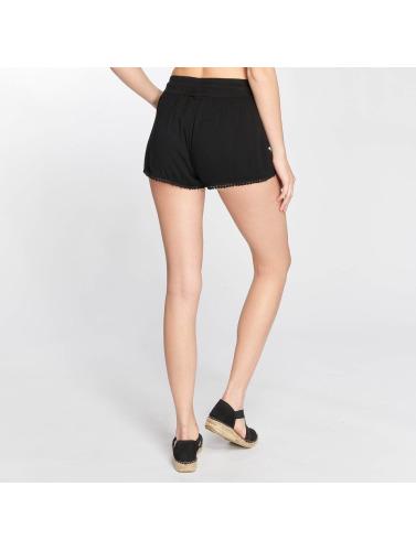 Les Femmes Sous-niveaux Dans Un Pantalon Court En Dentelle Noire originale sortie à vendre Finishline zFsqgm