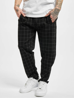 Urban Classics Formula Cropped Check Sweat Pants Black/White