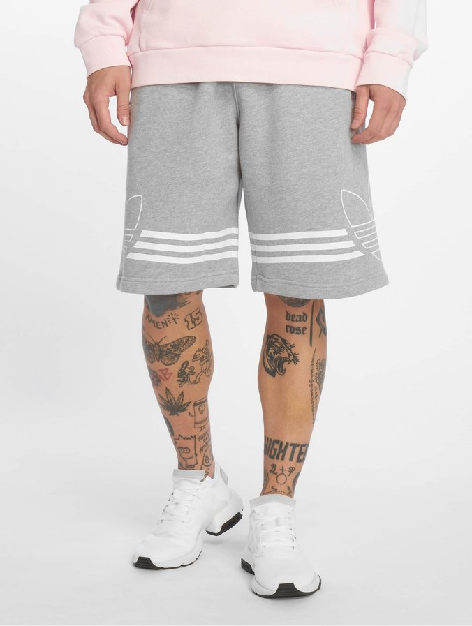fc1da3dd adidas originals Byxor / Shorts Outline i grå 599297
