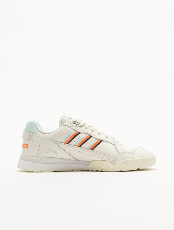 9a03f07e96 adidas originals Herren Sneaker A.R. Trainer in weiß 600897