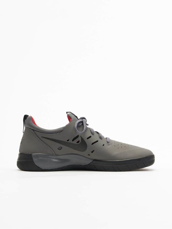 Nike SB Nyjah Free Skateboarding Sneakers Dark GreyBlackGym Red