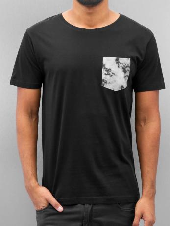 urban-classics-manner-t-shirt-contrast-pocket-in-schwarz-inflammable-com