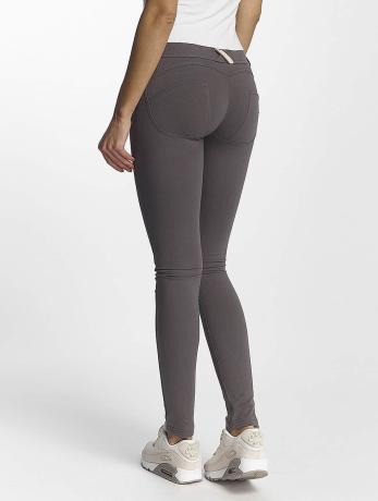 freddy-frauen-skinny-jeans-laurita-in-grau, 79.99 EUR @ defshop-de