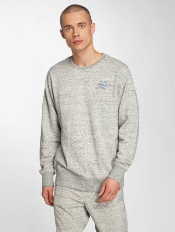 new-balance-manner-pullover-mt81568-in-grau