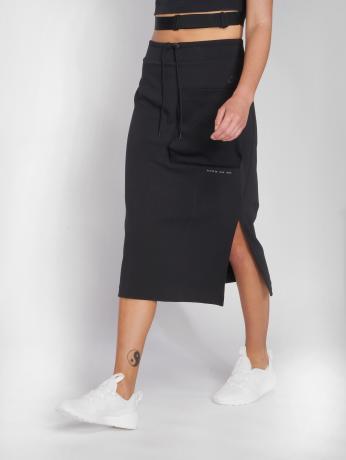 nike-frauen-rock-sportswear-in-schwarz