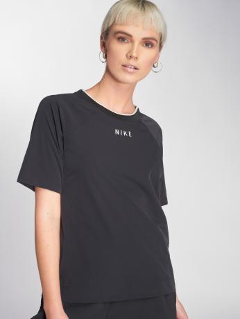nike-frauen-t-shirt-sportswear-tech-pack-in-schwarz