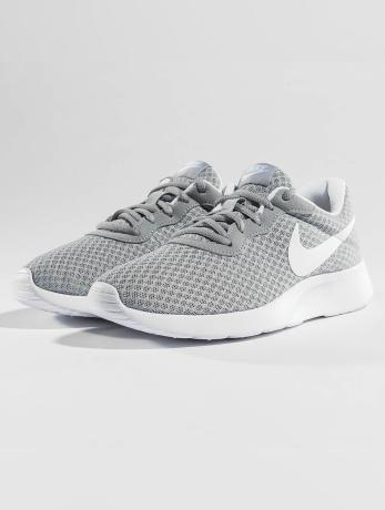 nike-frauen-sneaker-tanjun-in-grau