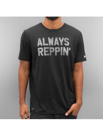 t-shirts-nike-schwarz