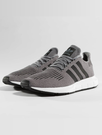 adidas-manner-sneaker-swift-run-in-grau, 89.99 EUR @ defshop-de