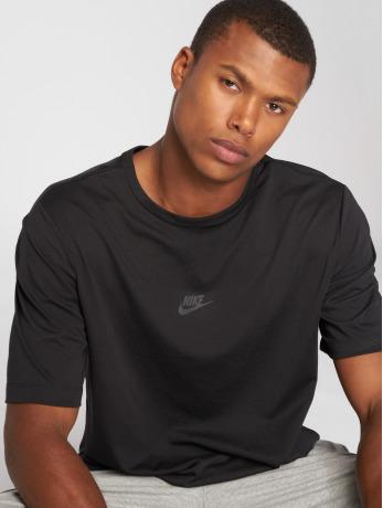 nike-manner-t-shirt-sportswear-tech-pack-in-schwarz