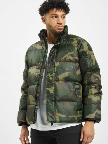 carhartt-wip-manner-puffer-jacket-deming-in-camouflage