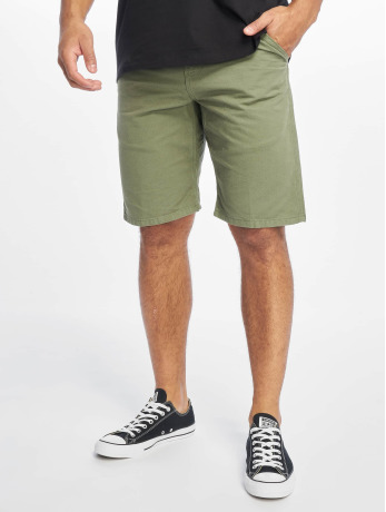 carhartt-wip-manner-shorts-chalk-in-grun
