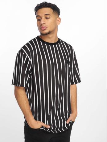 criminal-damage-manner-t-shirt-pin-in-schwarz