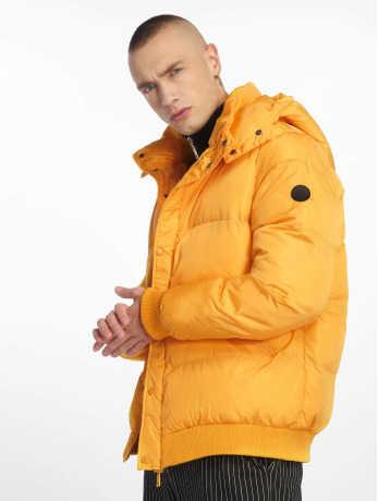 criminal-damage-manner-puffer-jacket-covent-in-gelb