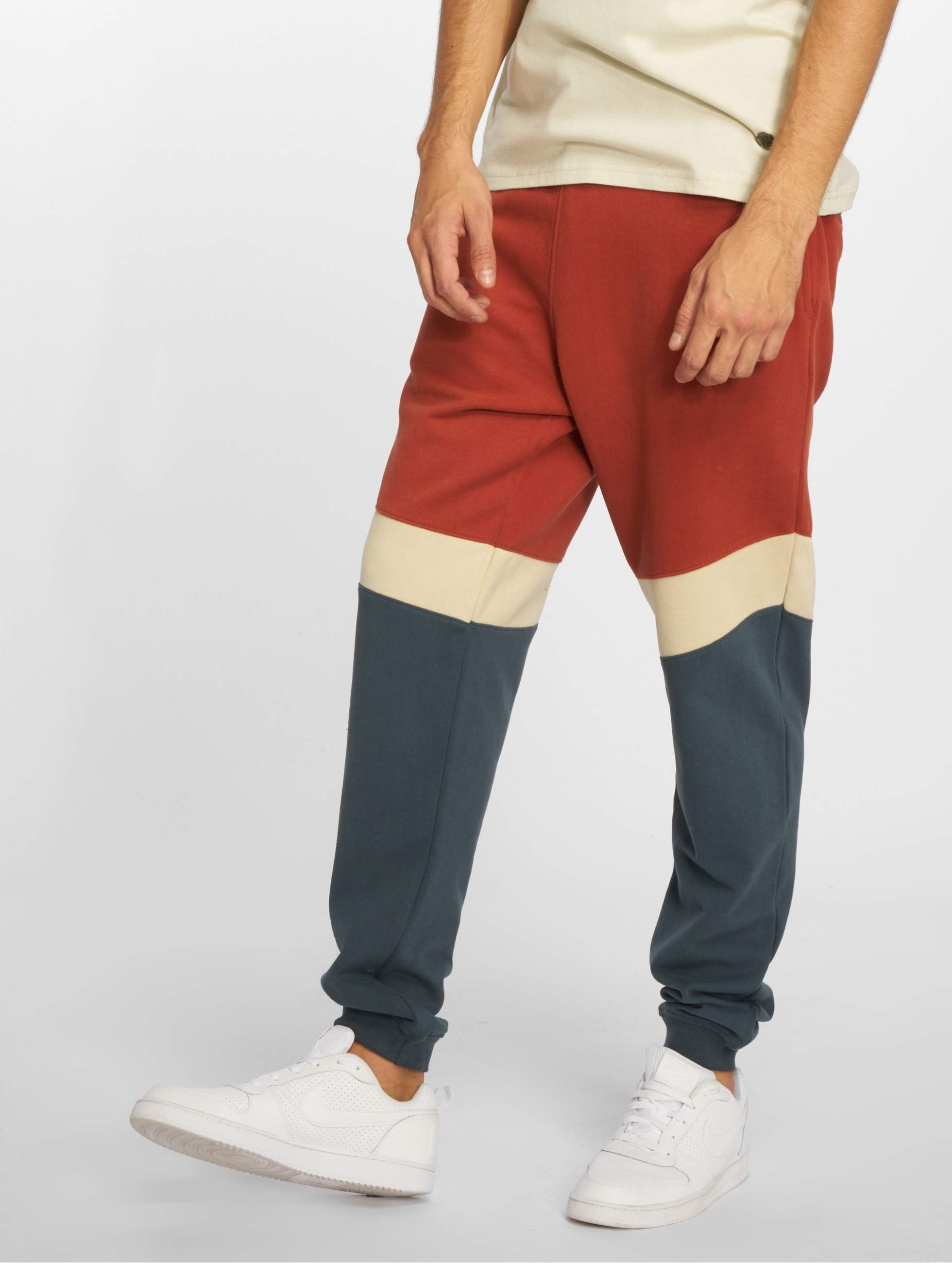Just Rhyse / Sweat Pant Quillacollo in red 3XL