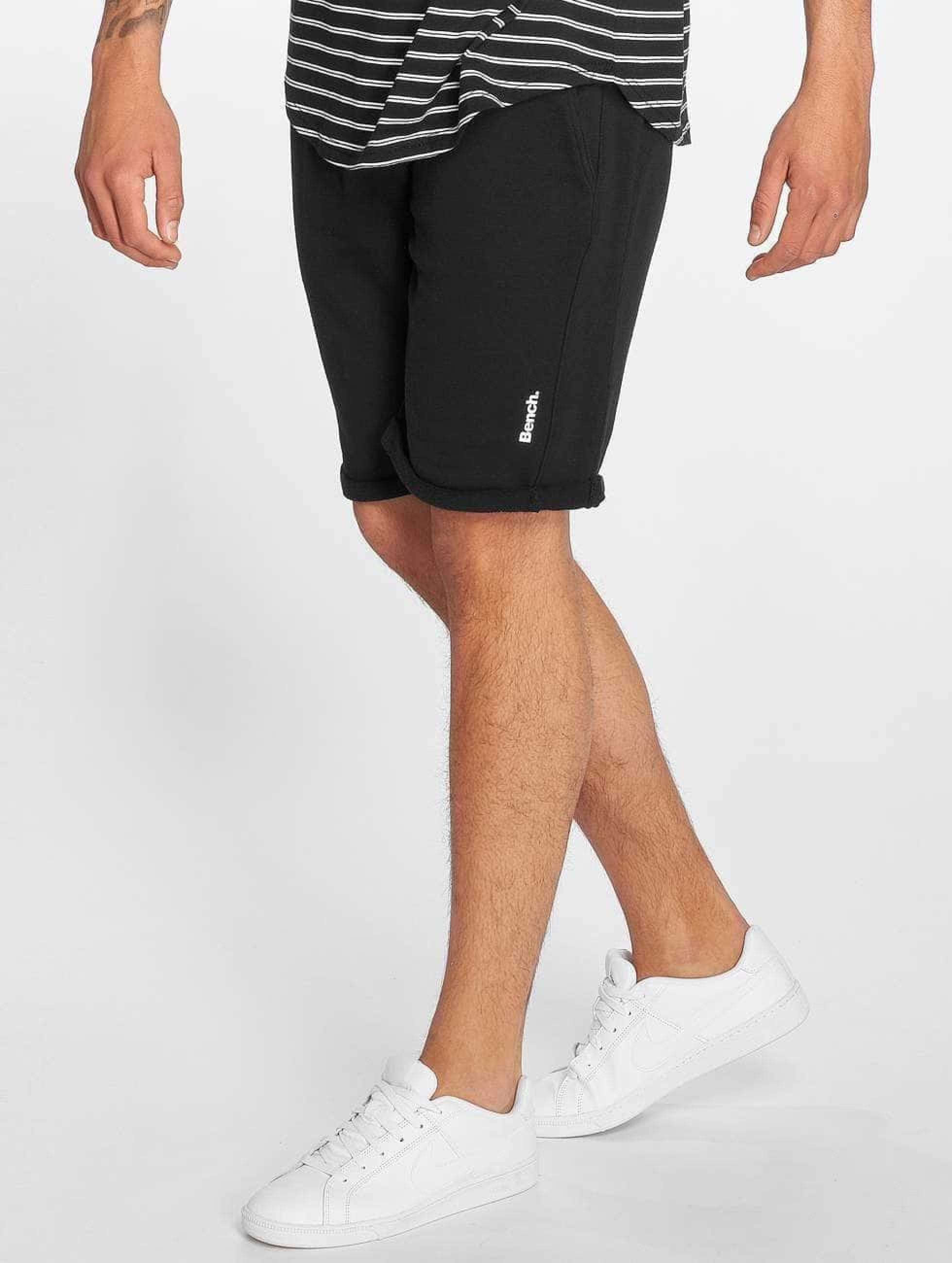 Bench Männer Shorts Rolled in schwarz