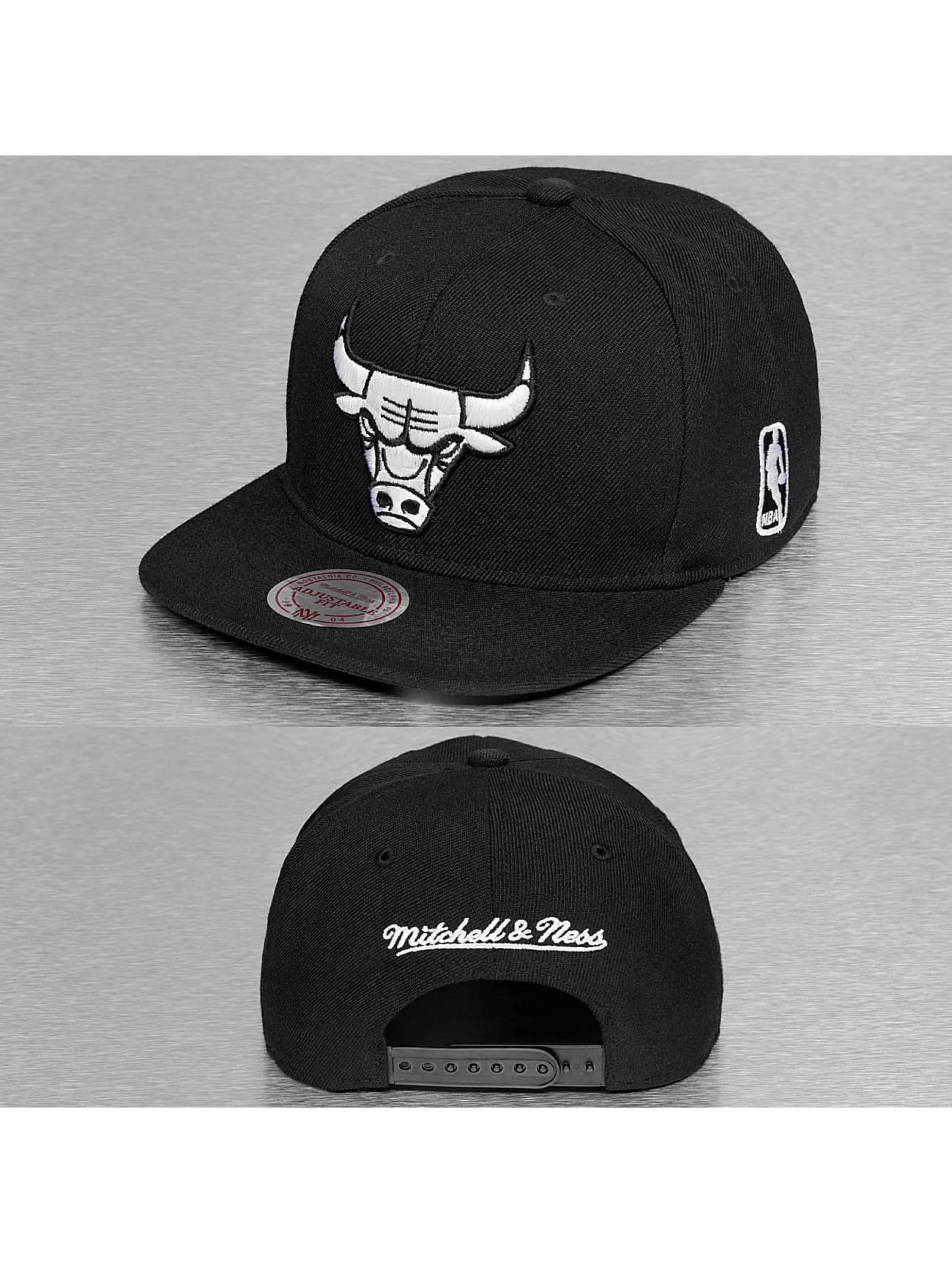 Mitchell & Ness Männer,Frauen Snapback Cap Black & White Chicago Bulls in schwarz