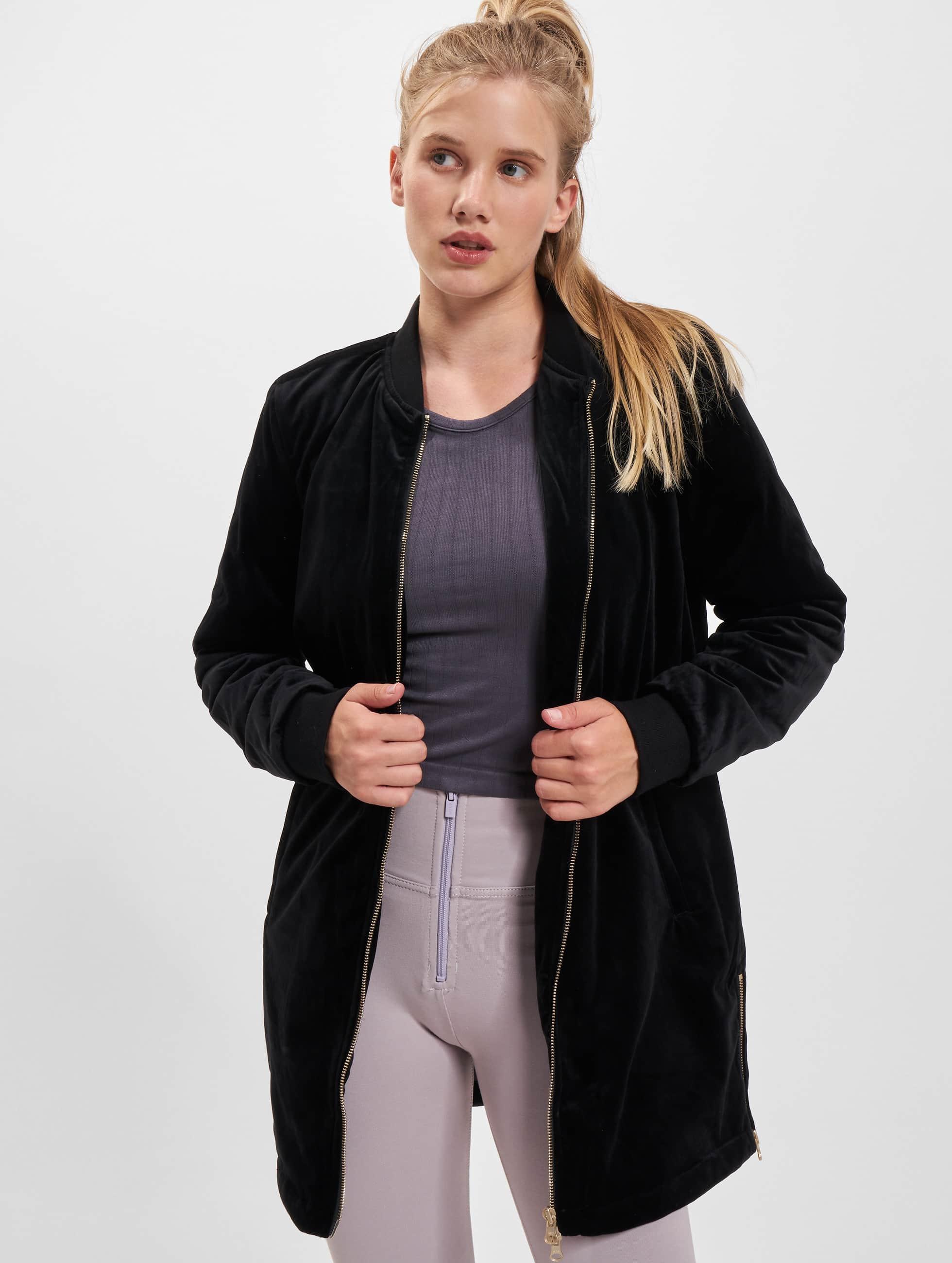 Urban Classics Frauen Übergangsjacke Ladies Long Velvet in schwarz