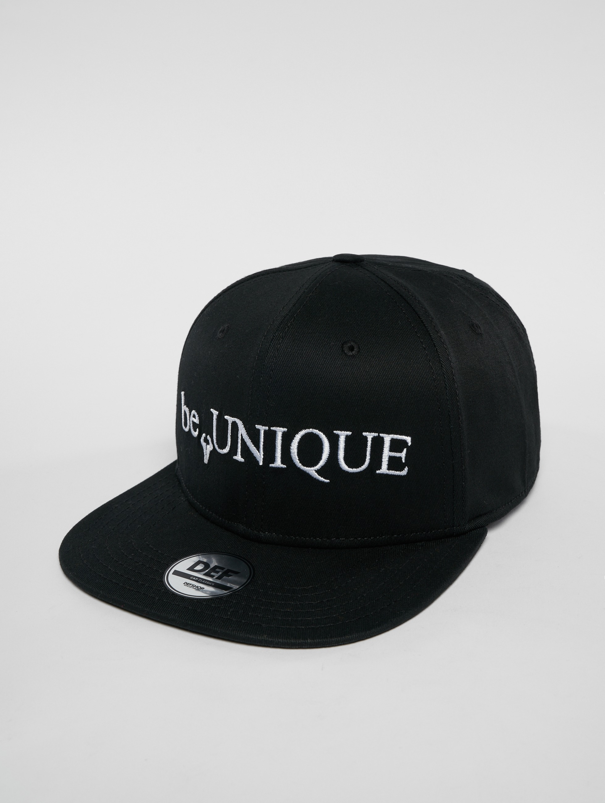 DEF / Fitted Cap beUNIQUE in black Adjustable