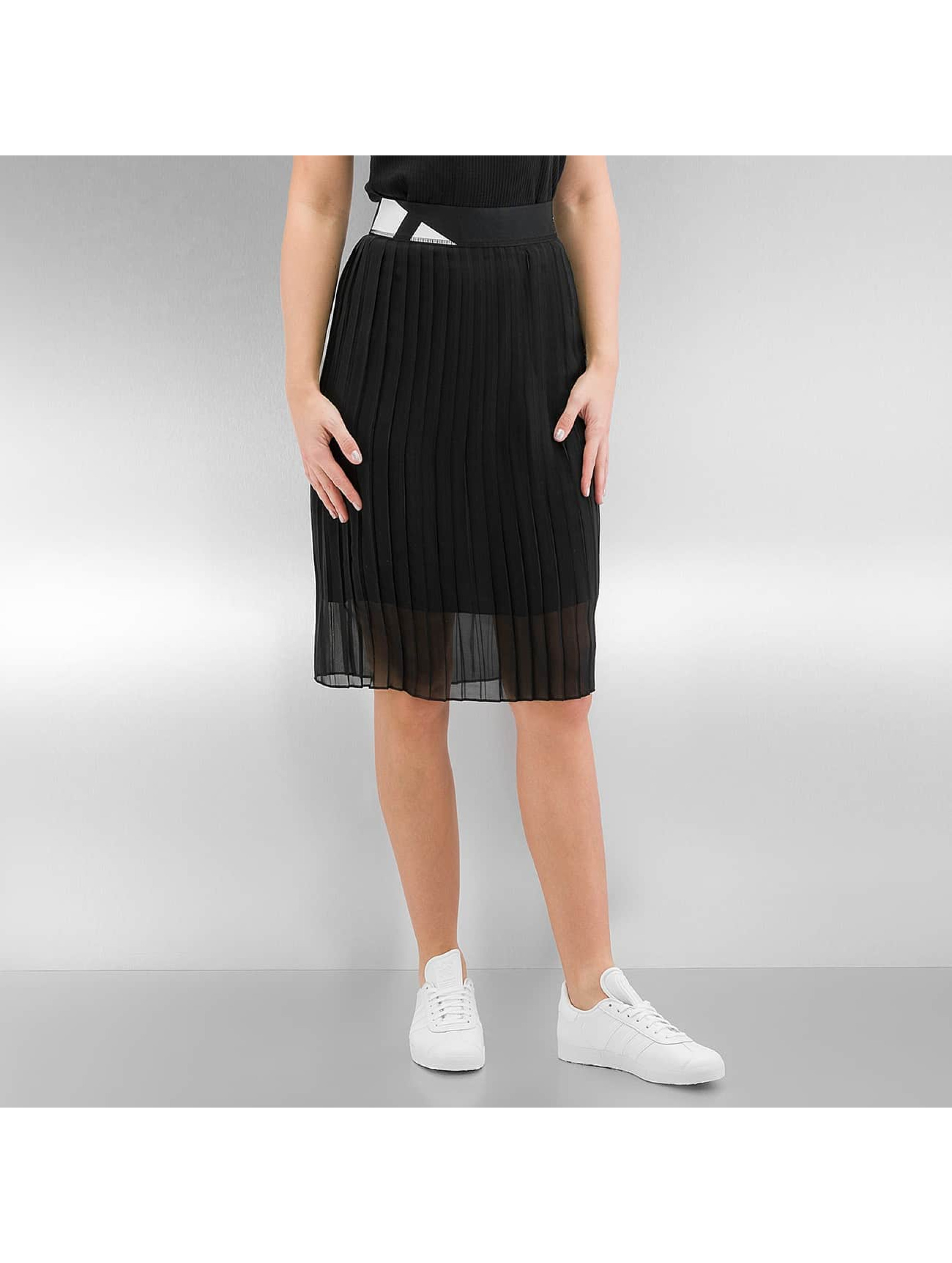 adidas Frauen Rock Pleated in schwarz