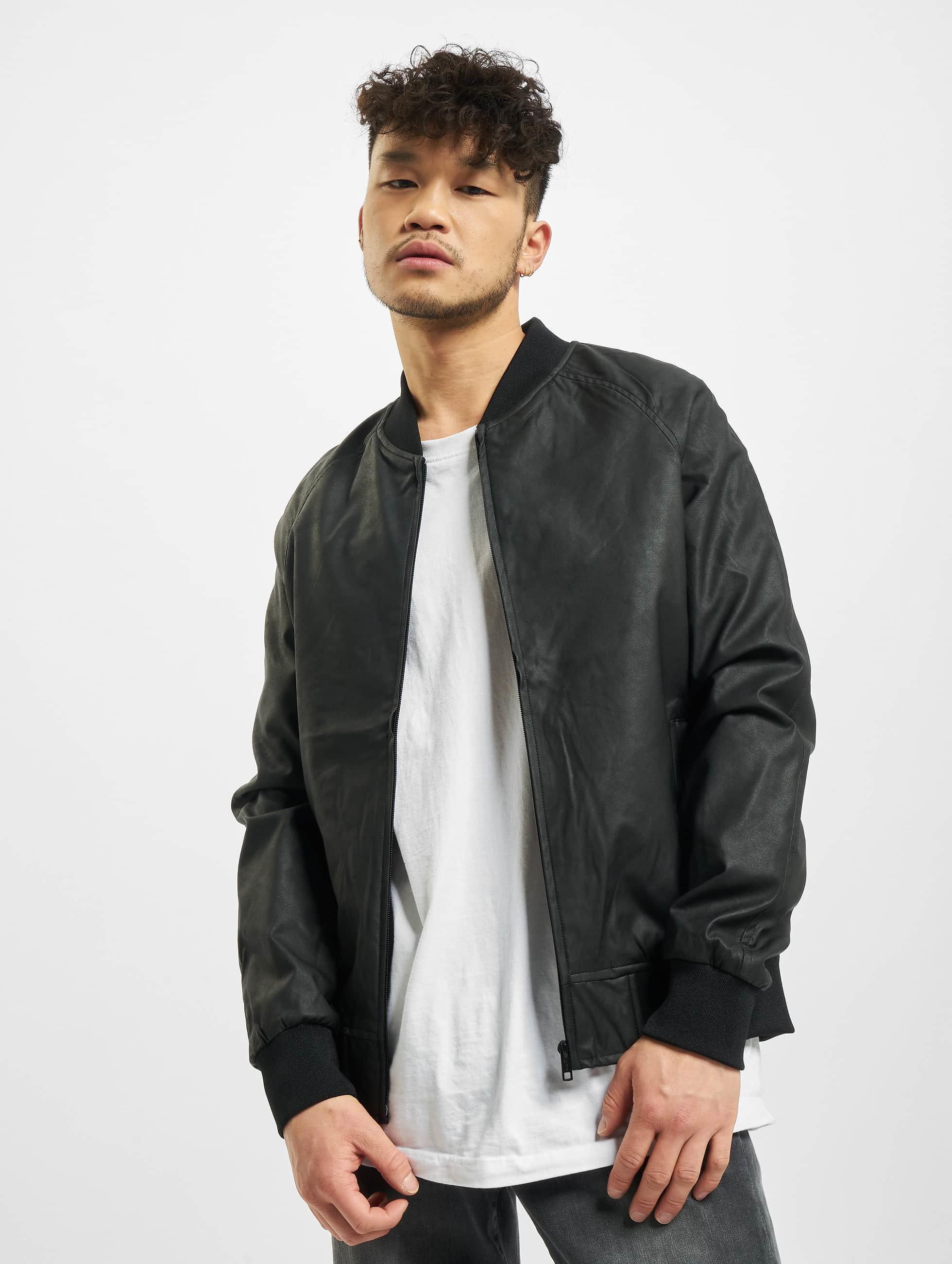 Urban Classics Männer Lederjacke Imitation Leather Raglan in schwarz
