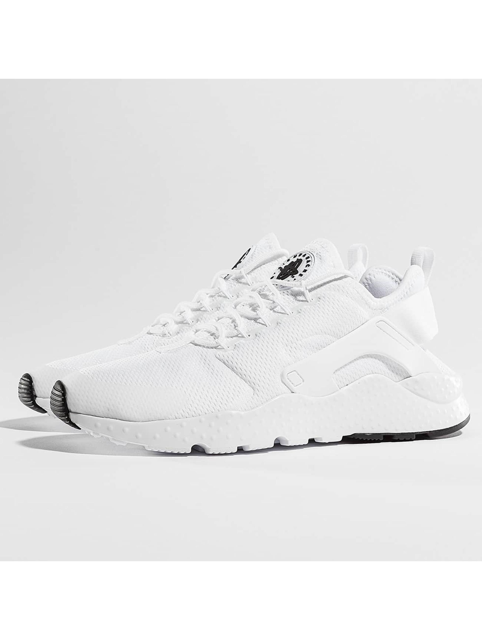 Nike Frauen Sneaker Air Huarache Run Ultra in weiß