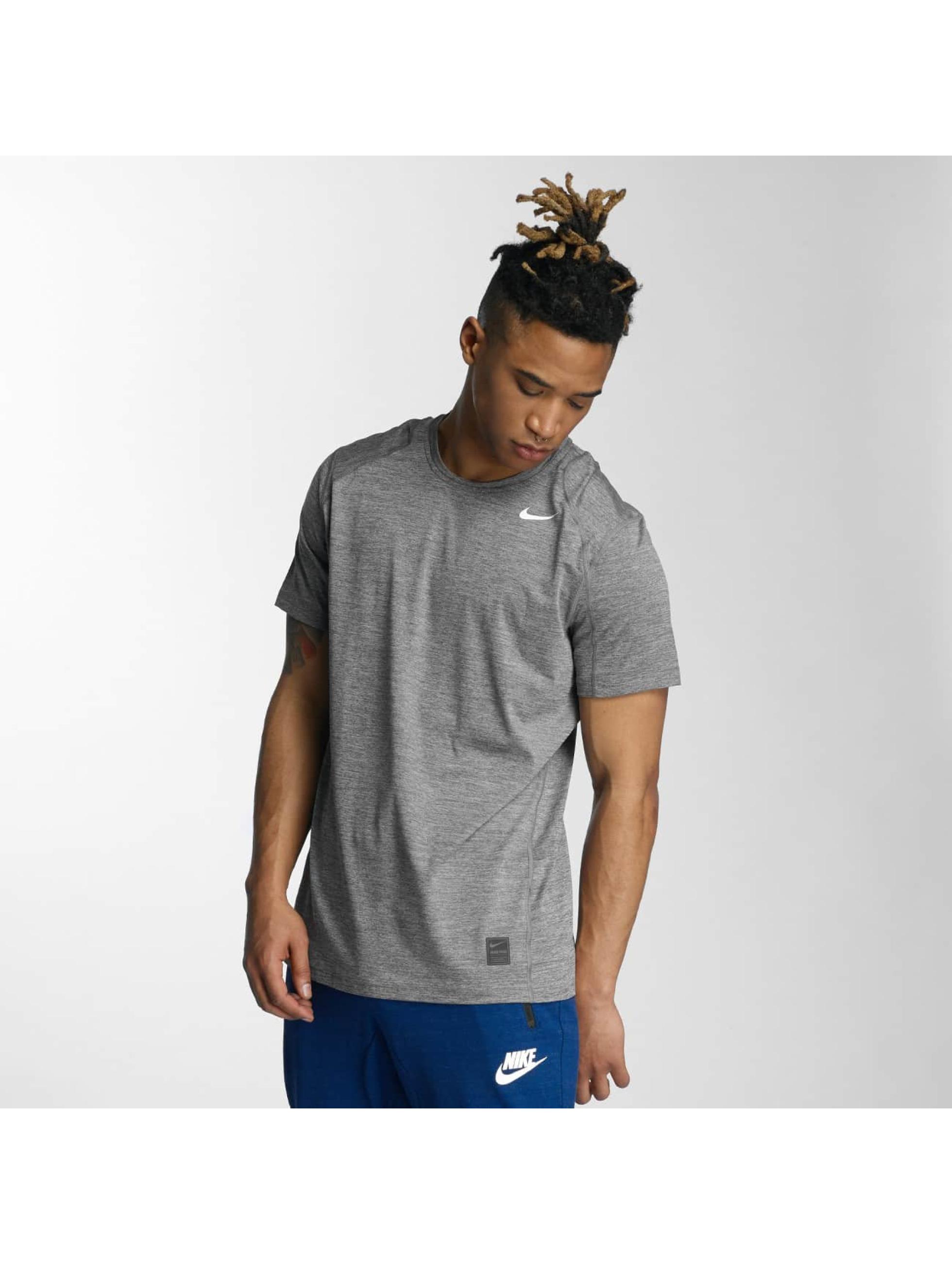 Nike Performance Männer T-Shirt Top in grau