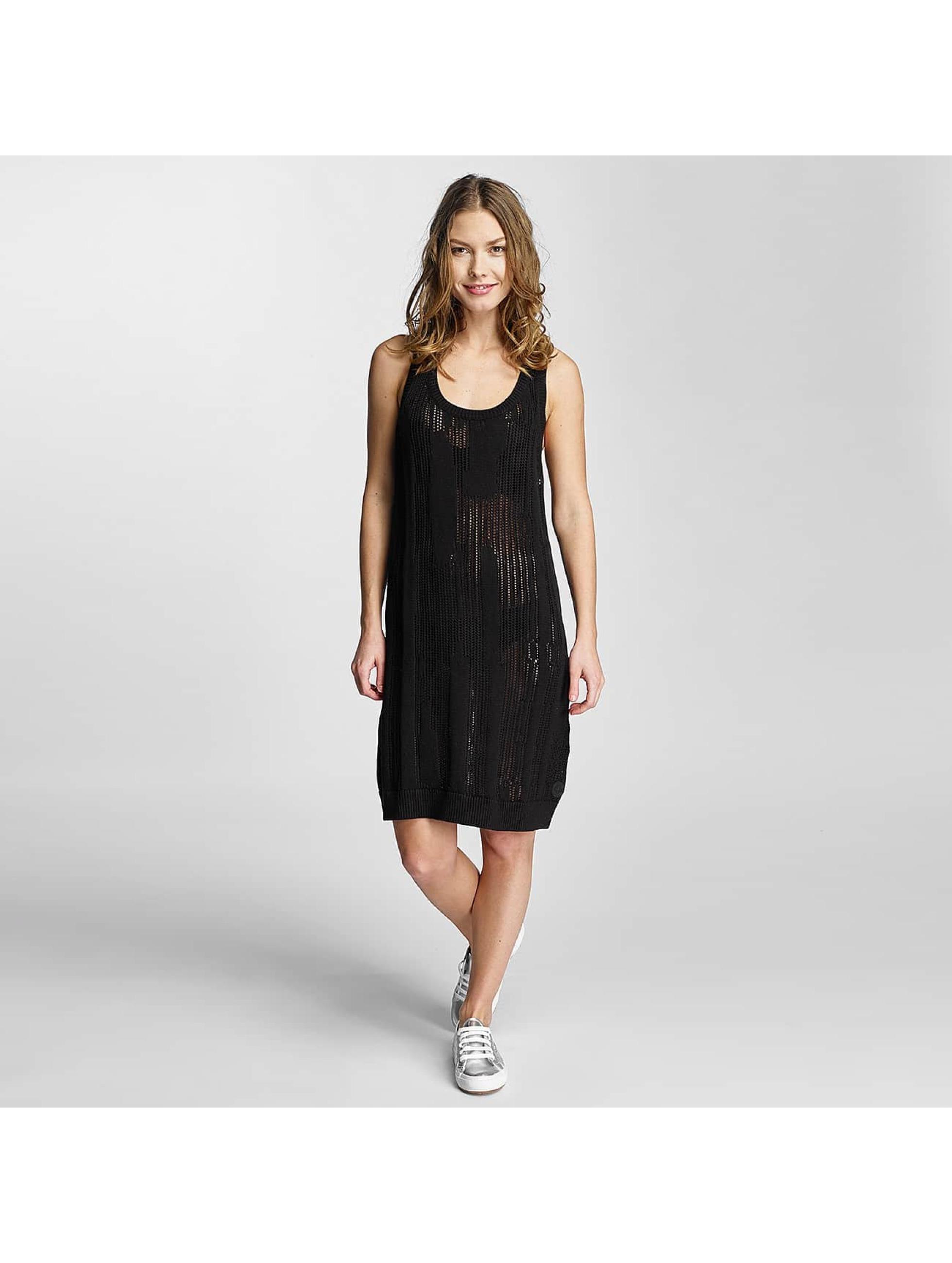 Nikita Frauen Kleid Kvinna in schwarz