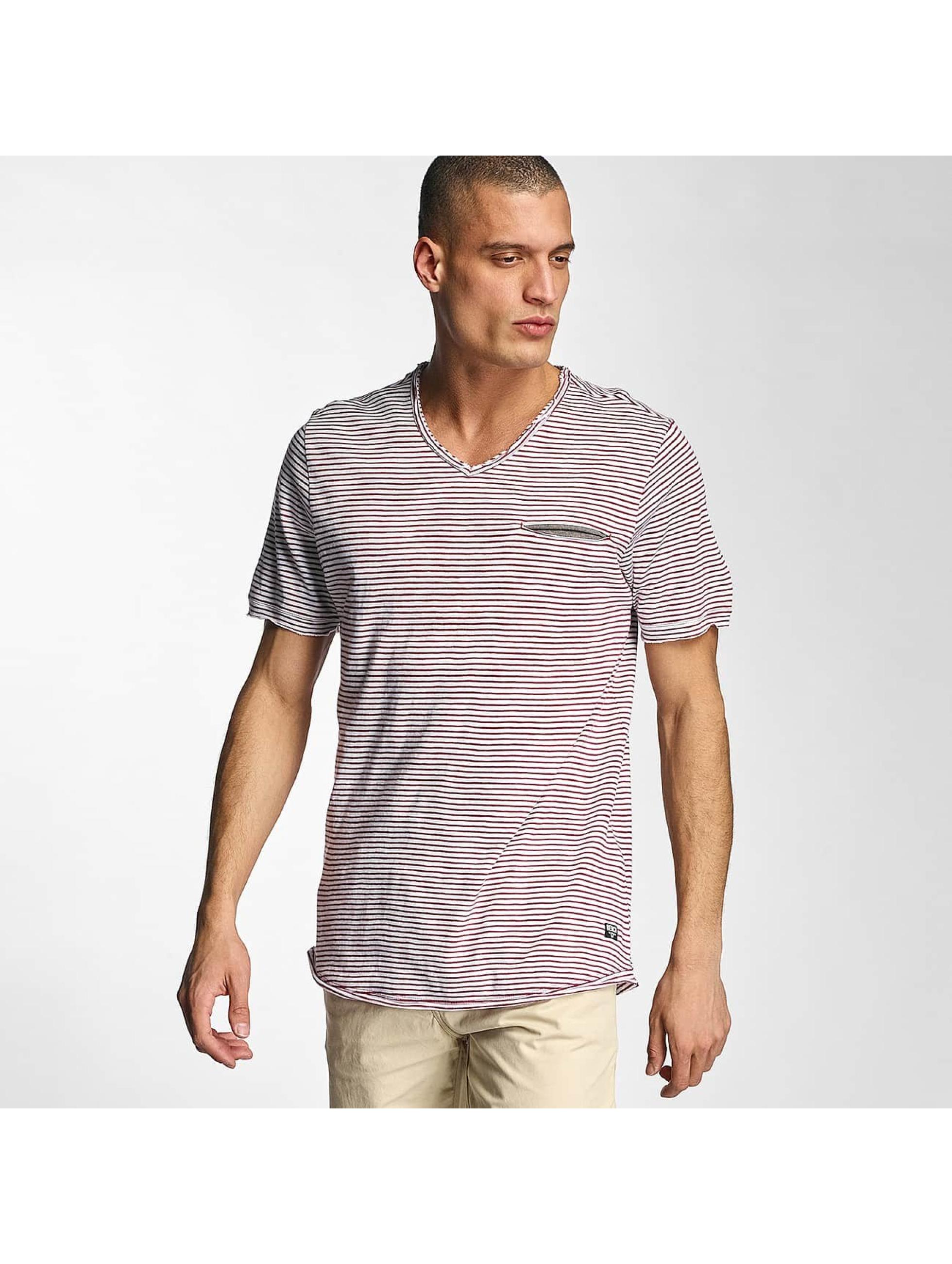 Bench Männer T-Shirt V Neck in rot