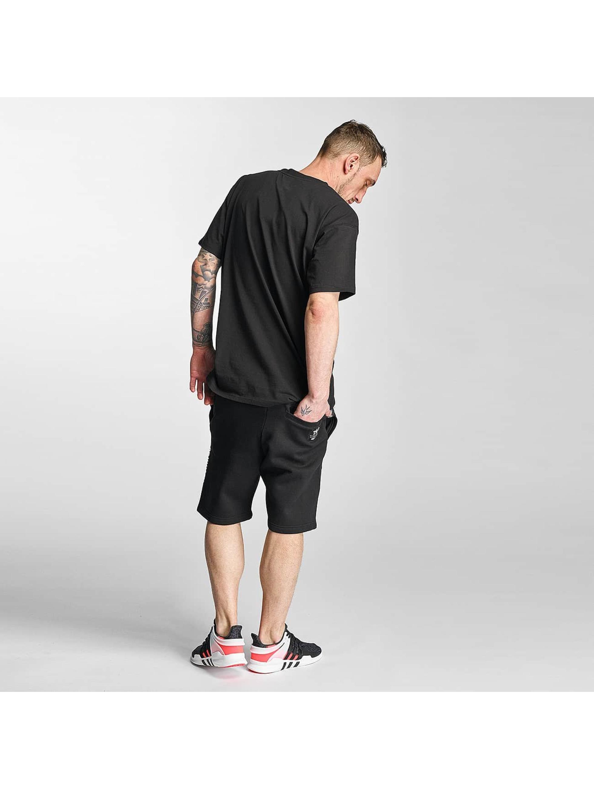 Grimey Wear Männer Shorts X Years in schwarz