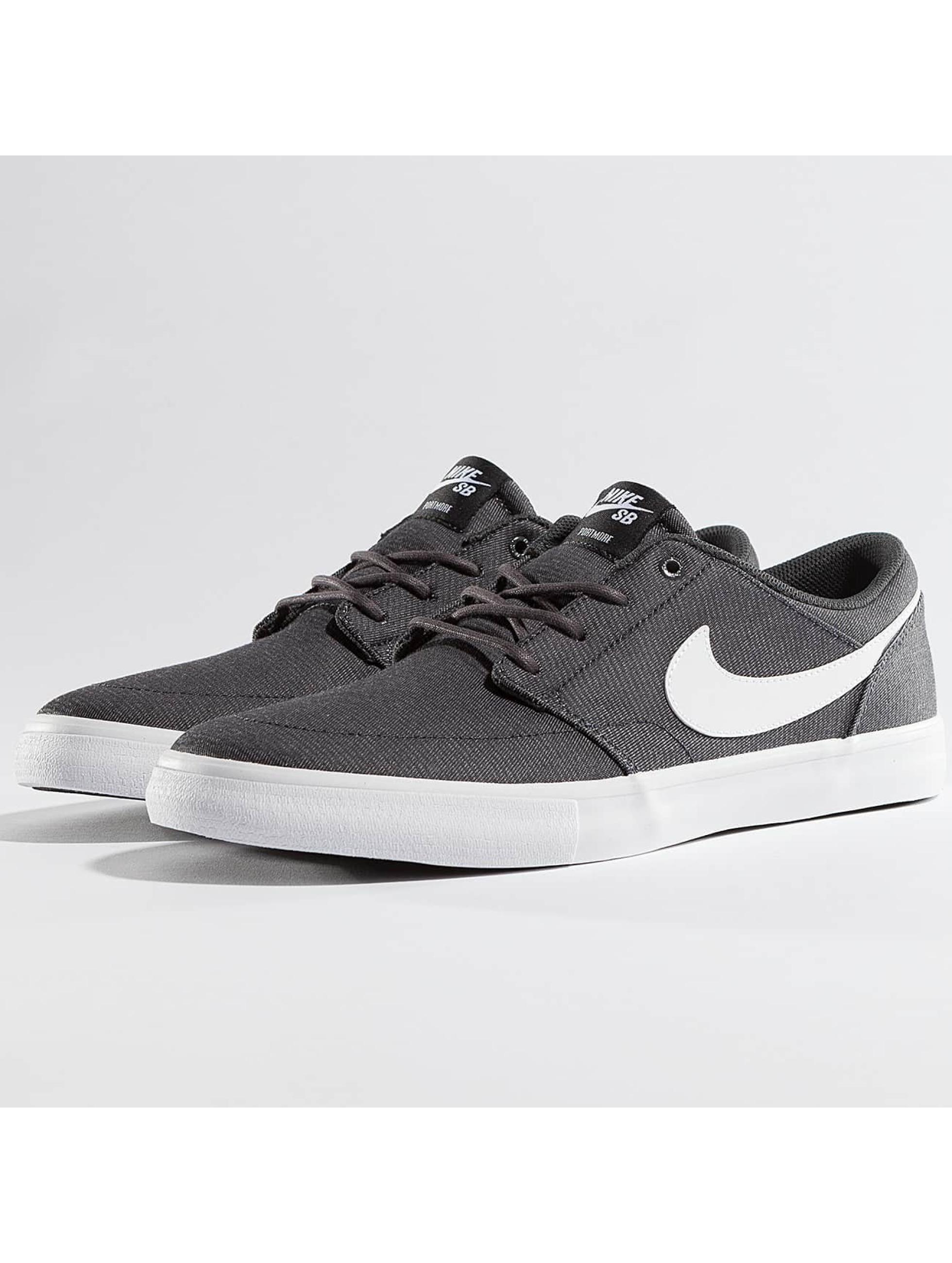 Nike SB Männer Sneaker SB Solarsoft Portmore II Canvas in grau