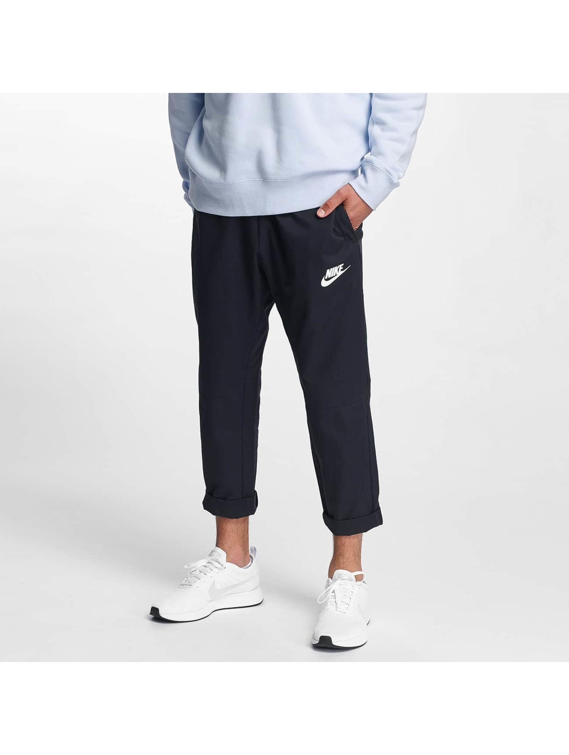 Nike Männer Jogginghose AV15 in schwarz