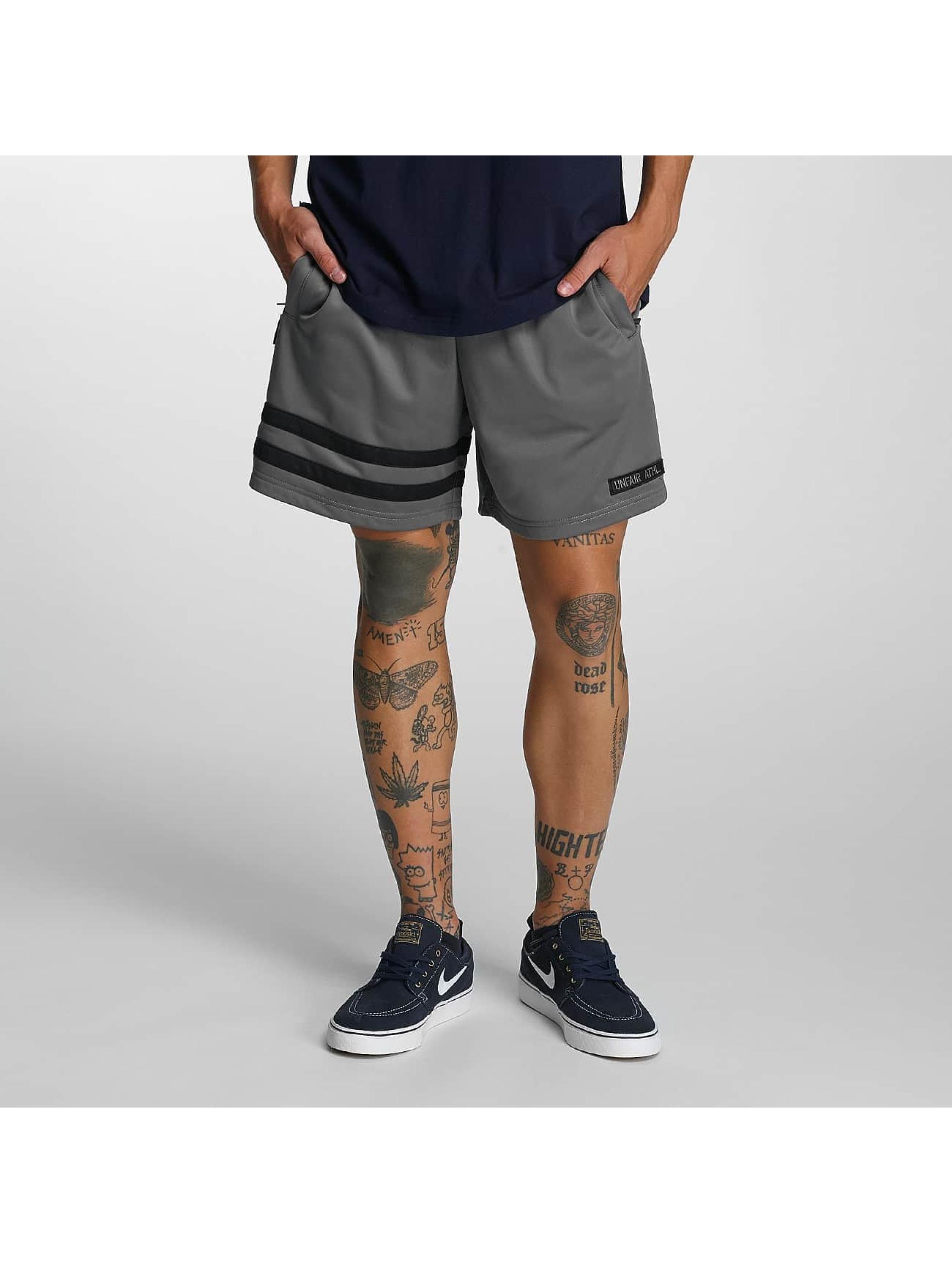 UNFAIR ATHLETICS Männer Shorts DMWU in grau