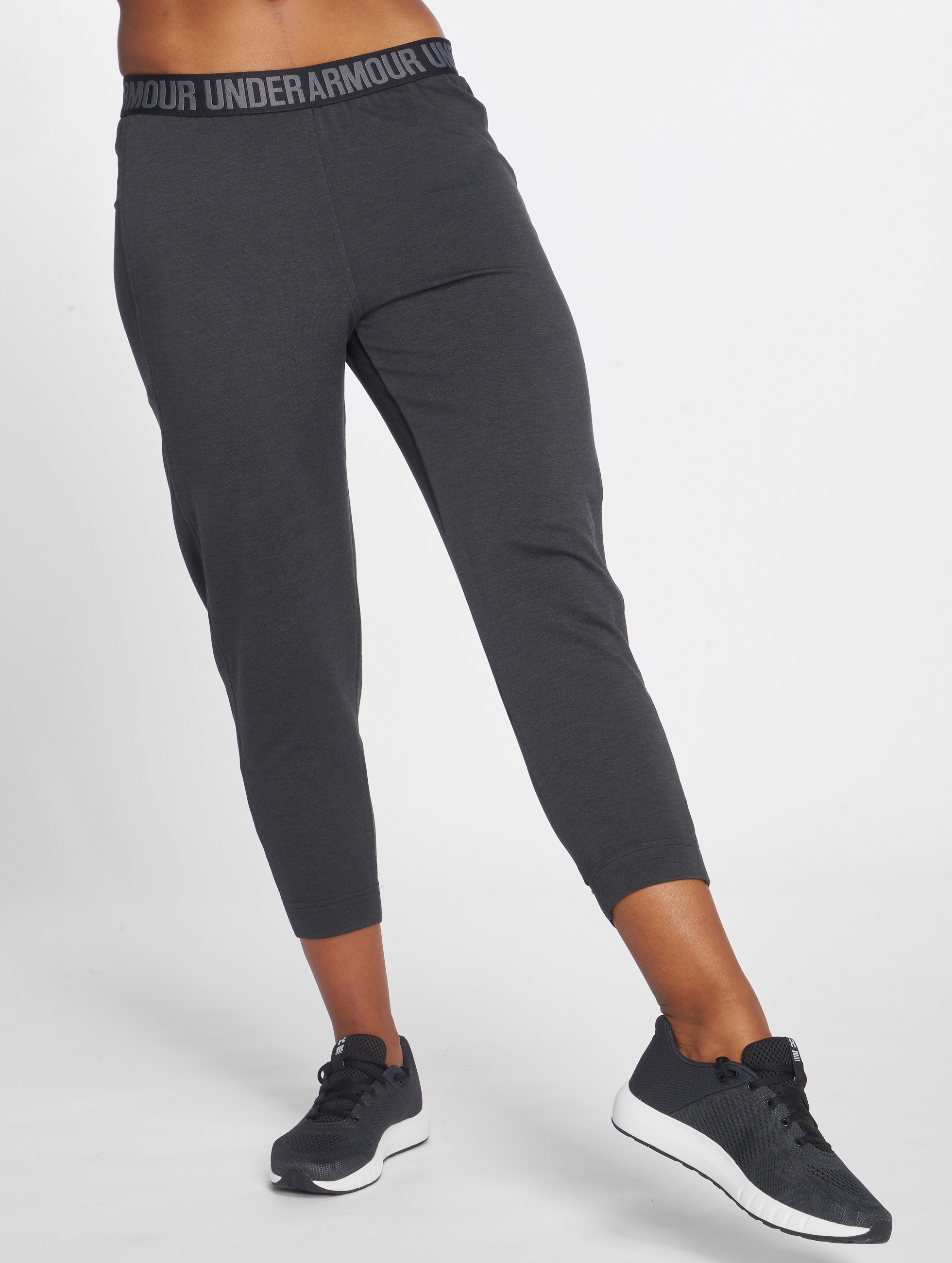 Under Armour Frauen Jogginghose Featherweight Fleece in schwarz