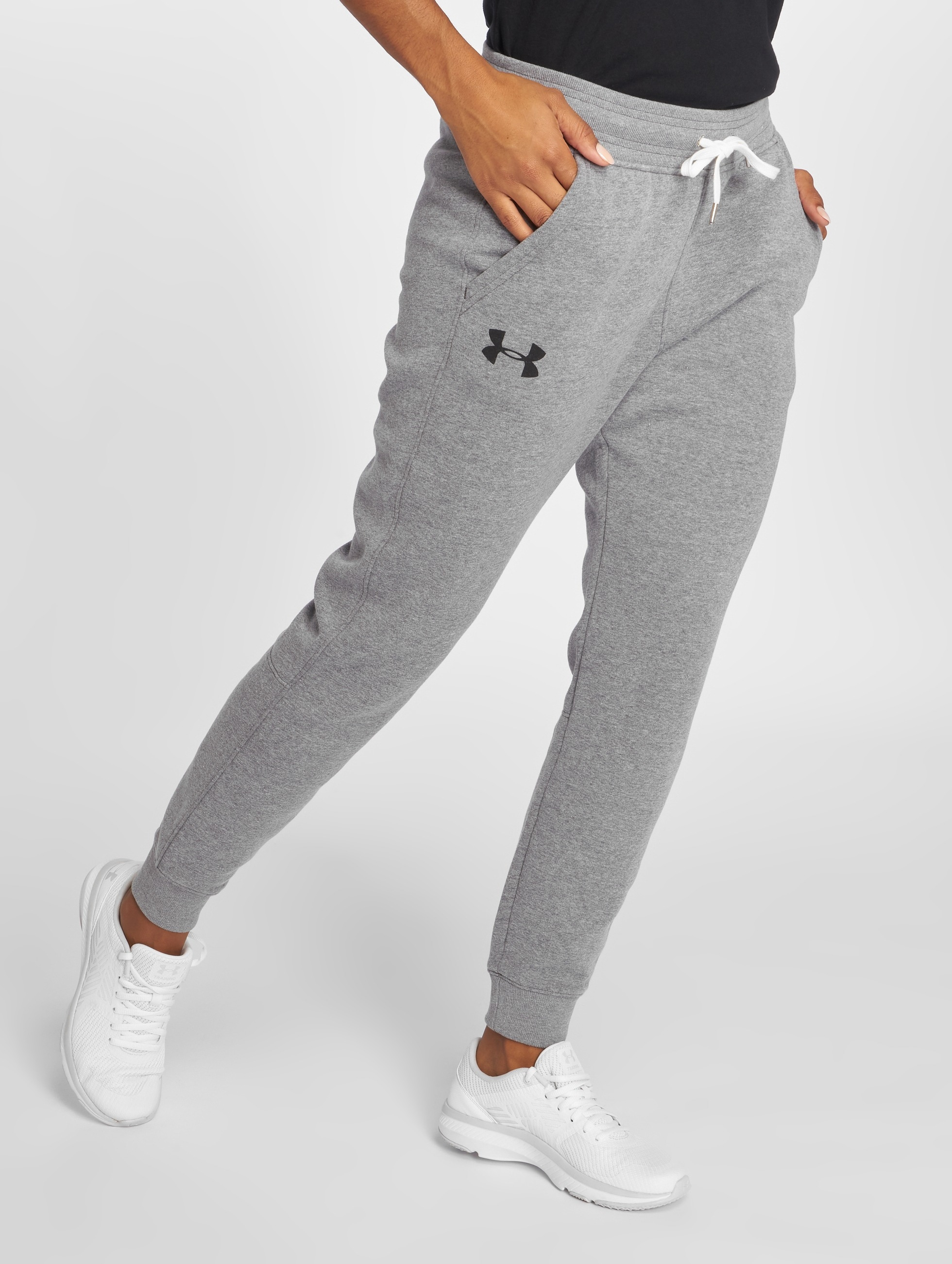 Under Armour Frauen Jogginghose Favorite Fleece in grau